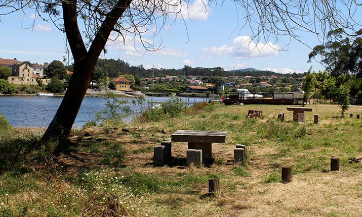 Barca do Lago - Fonte Boa Picnic Park