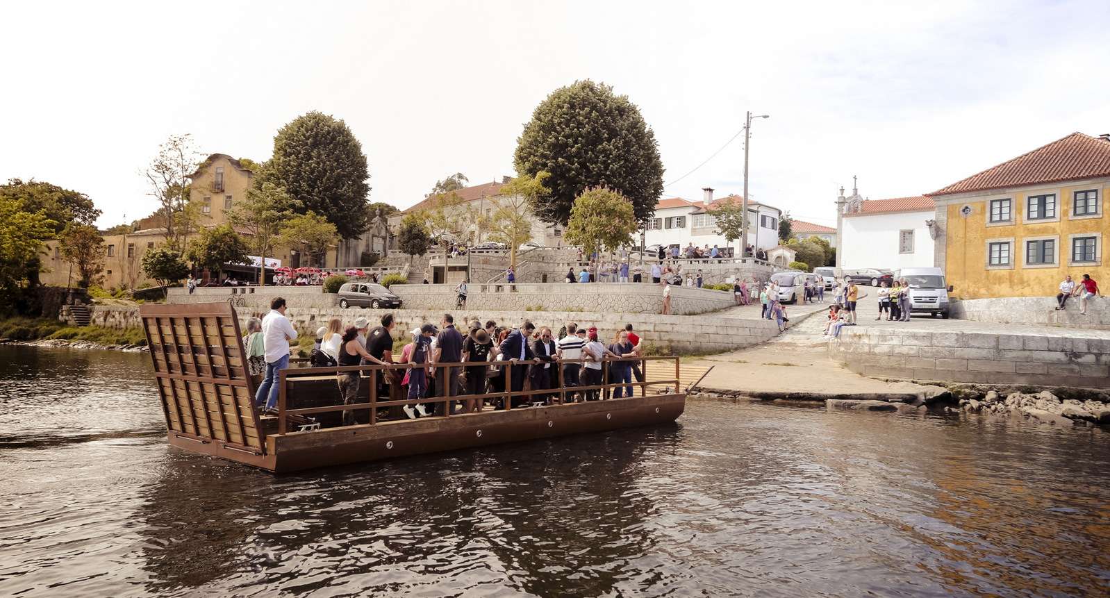 Bota Abaixo da Barca de Passagem e 6.º  Aniversário do Albergue de Marinhas  valorizam o Caminho Português da Costa para  Santiago