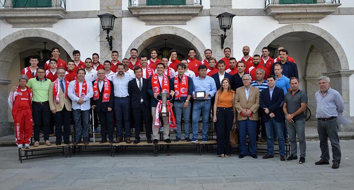 Equipa da ADE recebida nos Paços do  Concelho pela conquista da Taça da AFB